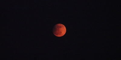 Here is England&#039;s Partial PINK Lunar Eclipse Taken on April 25th,-2013.